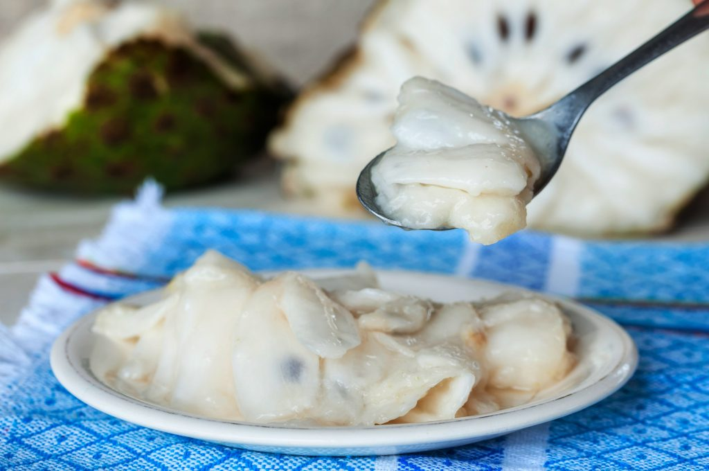How to cut soursop