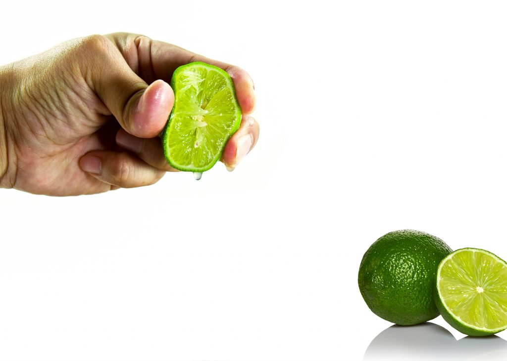 How to juice a key lime without juicer